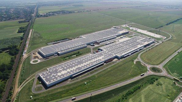 Europas größtes Sonnendach deckt zwei Logistik-Hallen von Audi Hungaria.
