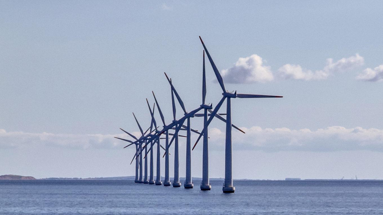 Windräder vor der Küste