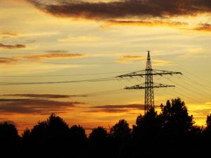 Strommasten - KI nimmt Dunkelflauten ihren Schrecken