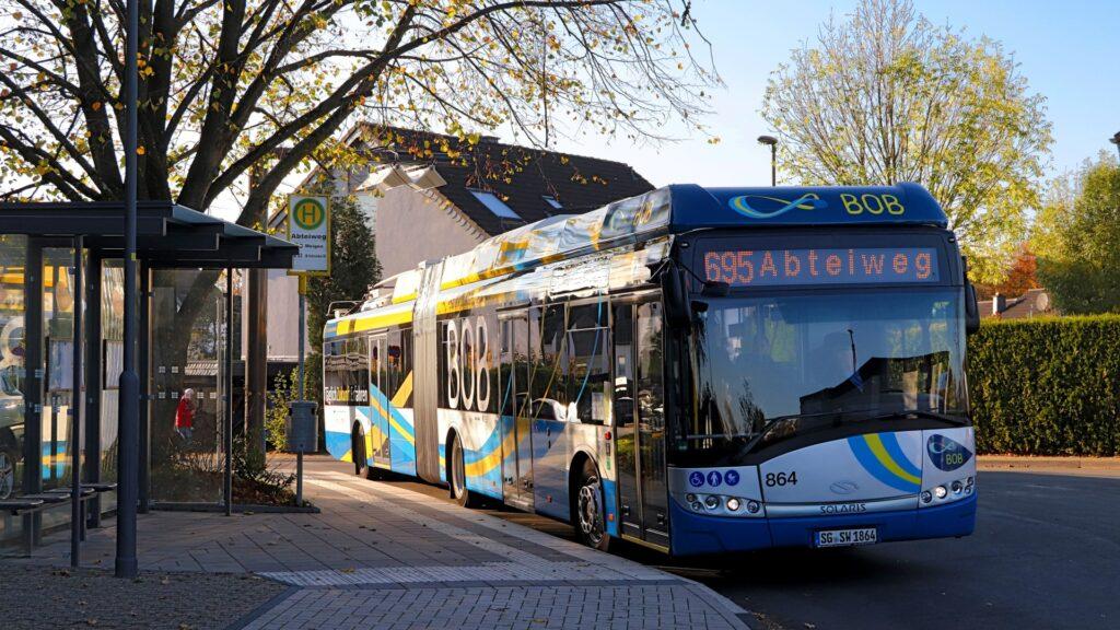 Der neue Kombi-Bus kann auch Strecken ohne Oberleitung elektrisch befahren.