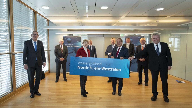 NRW-Ministerpräsident Armin Laschet bei der Vorstellung der Wasserstoff-Strategie des Landes