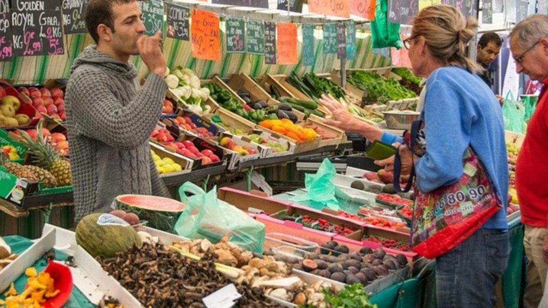Einkauf auf dem Wochenmarkt