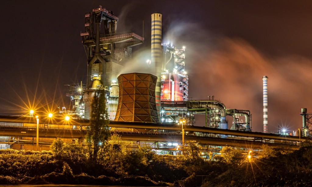 Klassicher Hochofen im Ruhrpott -Stahl mit Koks