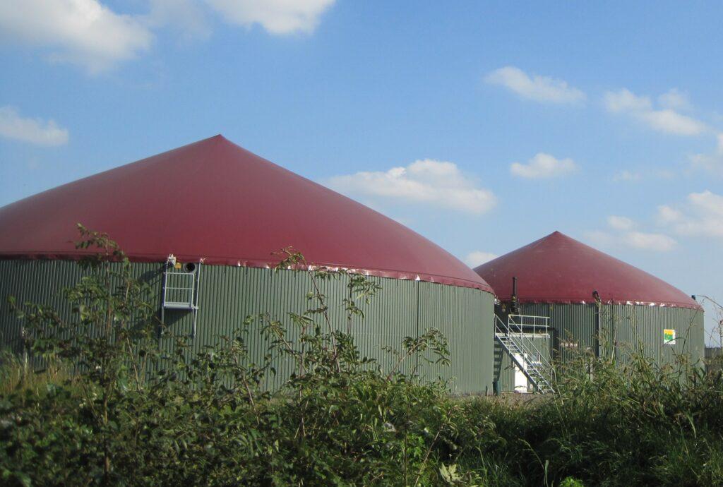 Bäuerliche Biogasanlage - Sichere Energie auch bei Dunkelflauten