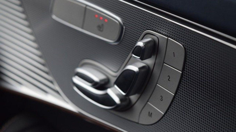 Autoarmatur mit Schalter für die Sitzheizung