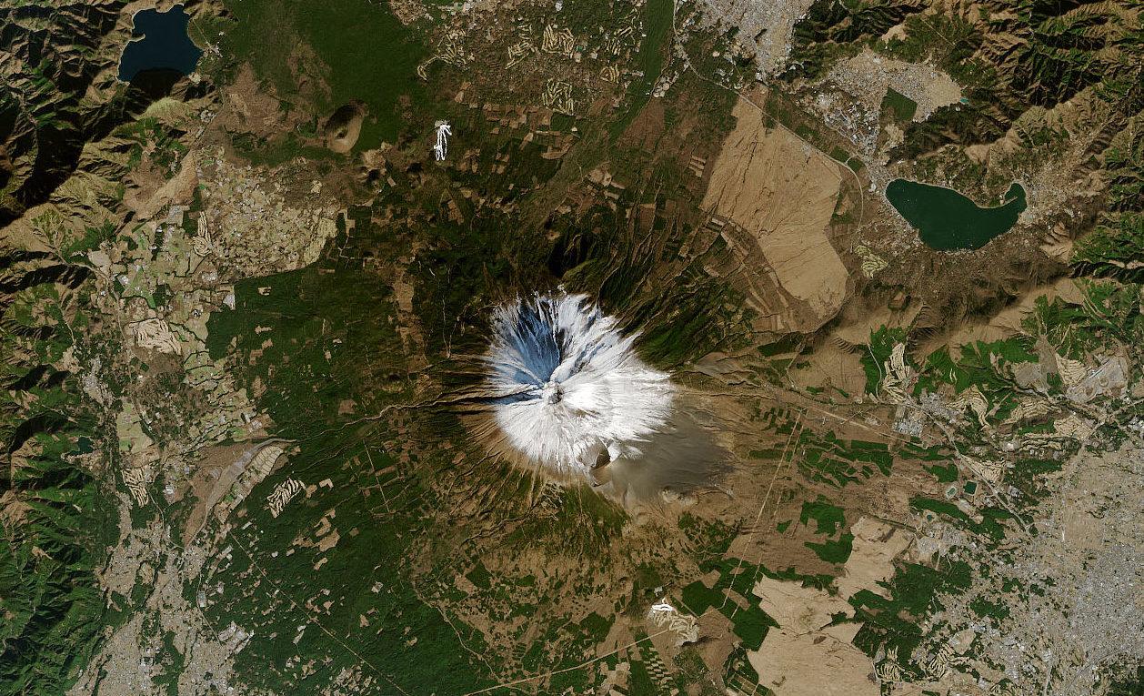 Der Fuji, Japans berühmter höchster Berg, ist diesen Winter infolge der Klimakrise fast schneefrei