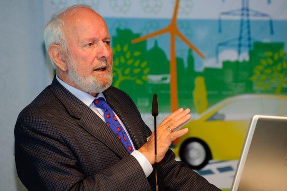 Ernst Ulrich von Weizsäcker bei einem Vortrag