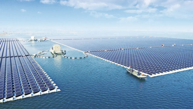 schwimmende Solarfarm auf einem Stausee in China