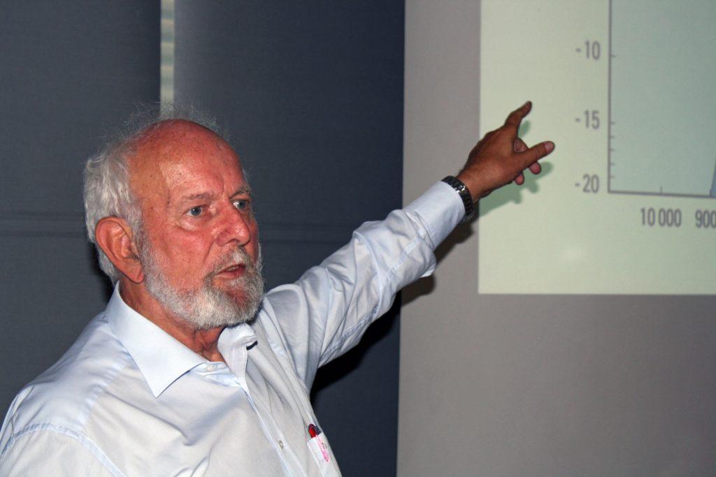 Umweltwissenschaftler Ernst Ulrich von Weizsäcker hält einen Vortrag