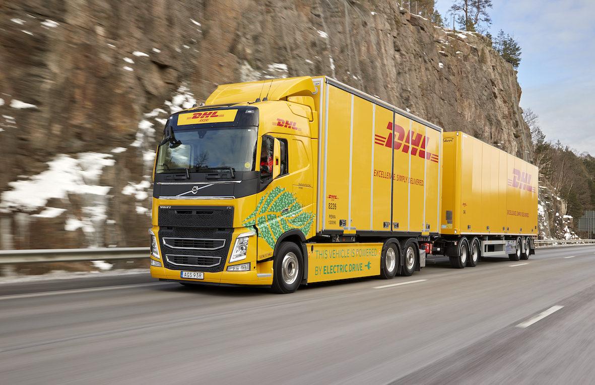 Ein elektrisch angetriebener Lkw auf Testfahrt in Schweden