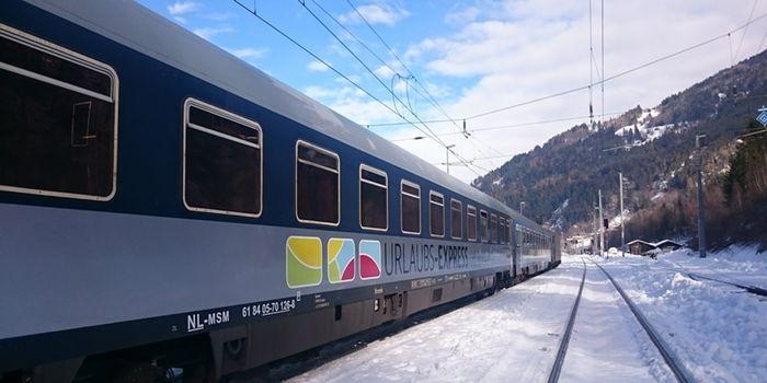 Urlaubs-Express vor Alpenkulisse