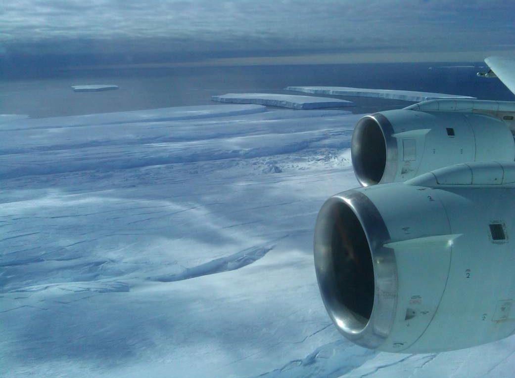 Erkundungsflug über den Pine-Island-Gletscher