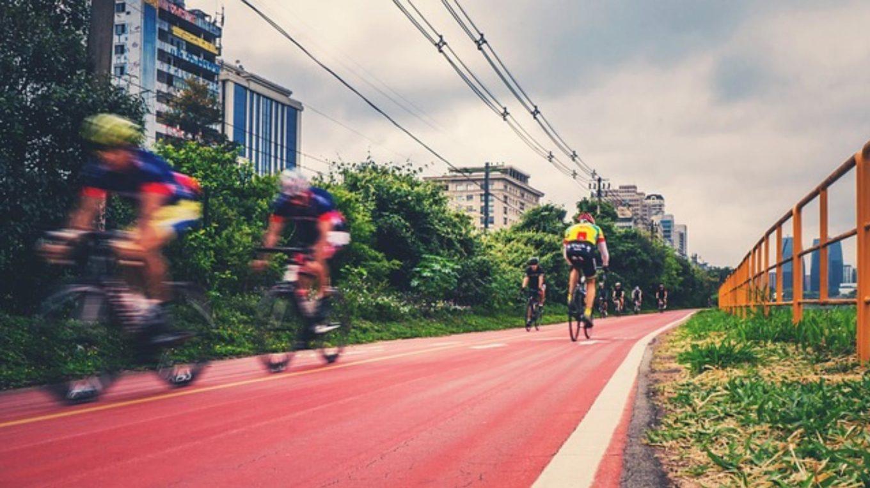 Fahrradfahrer auf Radschnellweg
