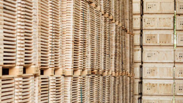 Lager für Holz