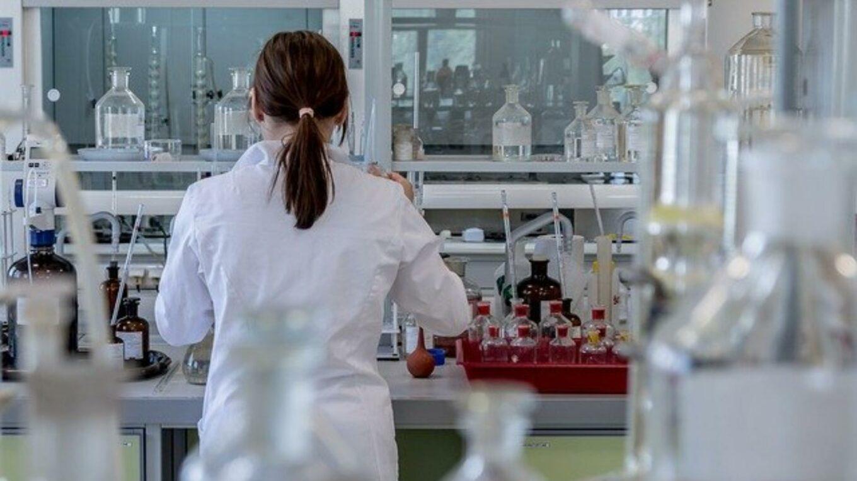Forscherin im Labor