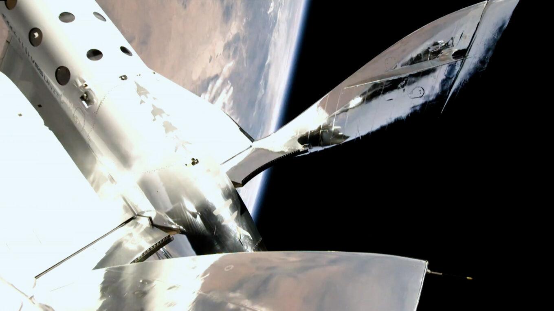 Blick auf die Erde aus dem Raumgleiter VVS Unity
