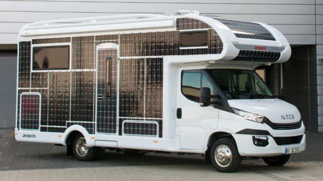 Elektrisches Wohnmobil mit Solarmodulen