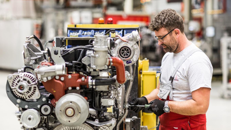 Motormontage beim Kölner Hersteller Deutz