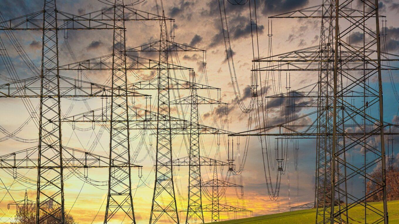 Überlandleitungen für Strom